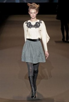 Vivienne Tam Fall 2011 Runway Review