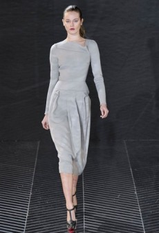 Roland Mouret Fall 2011 Runway Review