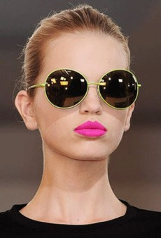 How To Pull Off Bright Lips for Daytime