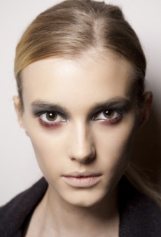 Try This Beauty Trend: Red Eye Makeup