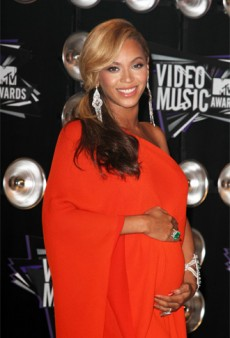 Beyonce Out-Divas Lady Gaga, Announces her Pregnancy at the VMAs