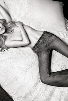 Kate Moss is Kind of Paralyzed