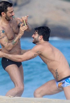 Marc Jacobs and His Boyfriend Frolic on the Beach