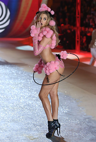 Doutzen Kroes at the Victoria's Secret Fashion Show 2012