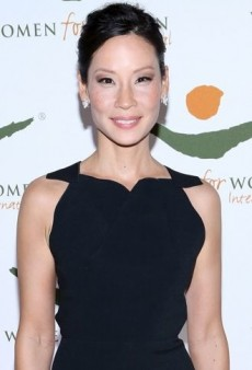 Look of the Day: Lucy Liu is Effortlessly Elegant in Black Roland Mouret Gown