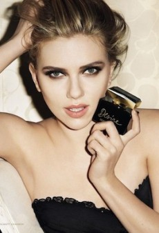 Link Buzz: A New ScarJo Fragrance Ad; Posing 101 with Molly Sims