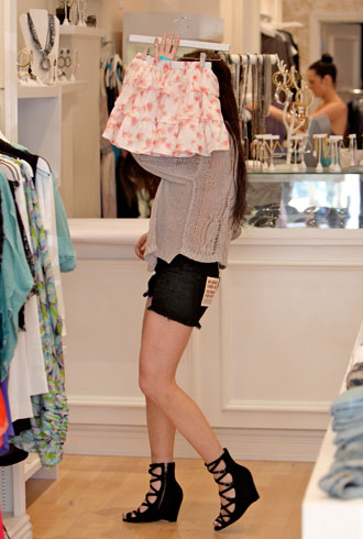 file_178441_1_lindsay-lohan-shopping