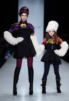 Link Buzz: Crazy Hats at Russian Fashion Week; Lindsay Lohan Is Late to Stuff