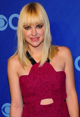 Anna Faris Attends the CBS Upfront in Standout Scalloped Three Floor Dress