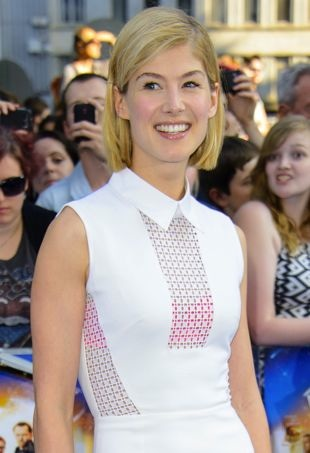 Rosamund-Pike-World-Premiere-of-The-Worlds-End-London-portrait-cropped