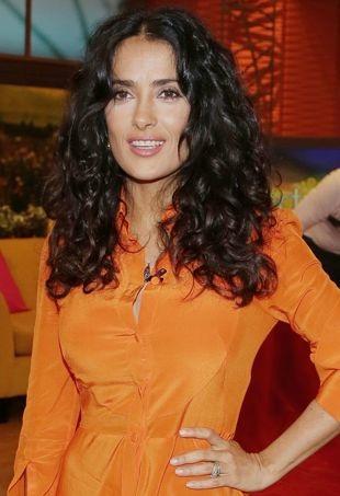Salma-Hayek-Despierta-America-at-Univision-Studios-Miami-portrait-cropped