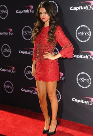 Selena-Gomez-2013-ESPY-Awards-Los-Angeles-portrait-cropped