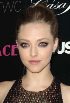 Date Night Inspiration: Amanda Seyfried's Glittery Eye and Glossy Lip