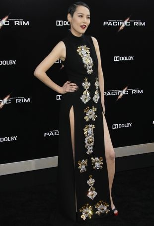 Rinko-Kikuchi-Los-Angeles-Premiere-of-Pacific-Rim-July-2013-portrait-cropped
