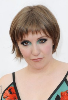 Take a Chance with Lena Dunham's Shocking Smoky Eye