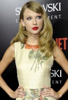 Taylor Swift Takes On a Supporting Role in Reem Acra
