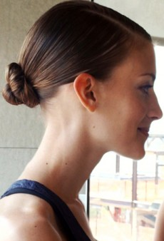 Naeem Khan's Fall 2013 Modern Chignon: A tFS Video How-To