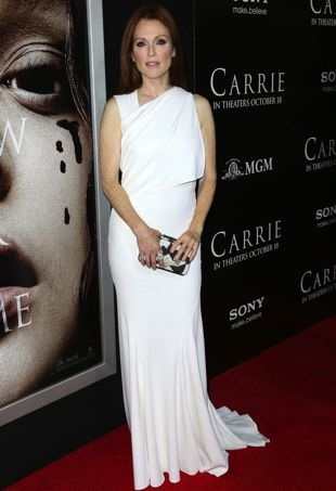 Julianne-Moore-Los-Angeles-Premiere-of-Carrie-portrait-cropped