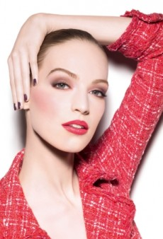 Vanessa Axente and Lindsey Wixson Land Holiday Beauty Campaigns (Forum Buzz)