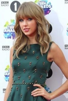 Taylor Swift Hits the Red Carpet in Jenny Packham's Embellished Green Dress