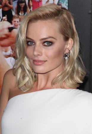 Margot-Robbie-portrait-BLOTW