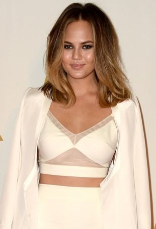 Chrissy-Teigen-The-Night-That-Changed-America-A-Grammy-Salute-To-The-Beatles-Los-Angeles-portrait-cropped
