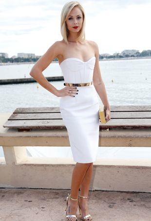 Laura-Vandervoort-Bitten-Photocall-during-MIPCOM-2013-Cannes-Oct-2013-portrait-cropped