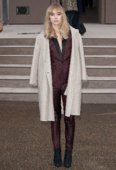 Suki Waterhouse Channels Menswear at Burberry Prorsum Men's Fall 2014 show