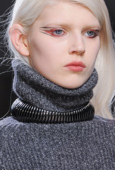 Beauty Report: Floss Takes Center Stage at Anthony Vaccarello Fall 2014