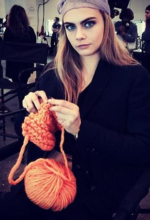 cara-knitting-p