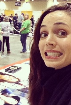 Socializing: Eliza Dushku Hits MegaCon and Other Celeb #Selfies of the Week