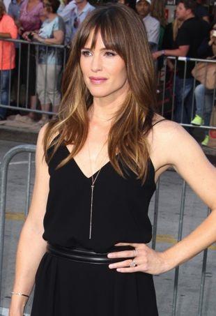Jennifer-Garner-Los-Angeles-Premiere-of-Draft-Day-portrait-cropped