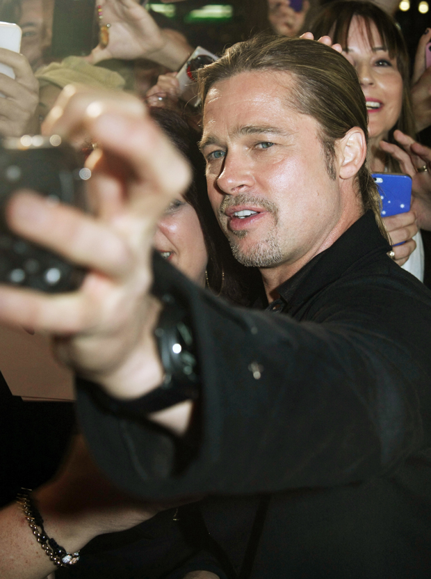 brad pitt selfie cell phone fan