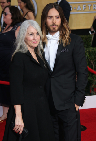 jared leto poses with his mom at the Oscars