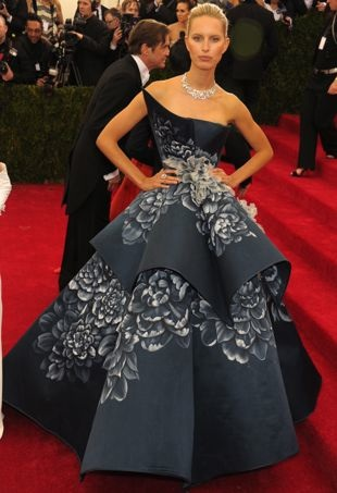 Karolina-Kurkova-2014-Met-Gala-New-York-City-portrait-cropped