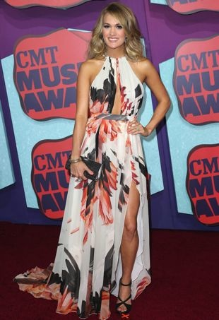 Carrie-Underwood-2014-CMT-Music-Awards-Nashville-portrait-cropped