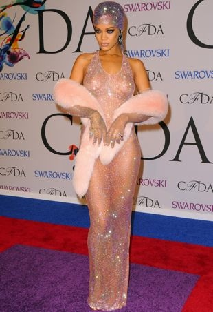 Rihanna-2014-CFDA-Awards-New-York-City-portrait-cropped