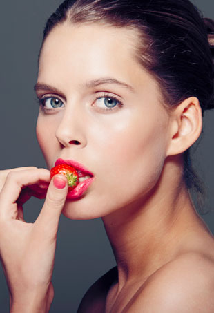 woman-eating-strawberry-p