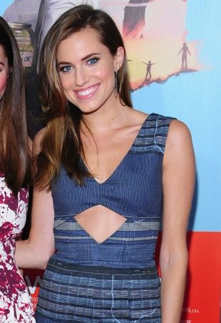 Allison-Williams-Wish-I-Was-Here-New-York-Screening-portrait-cropped