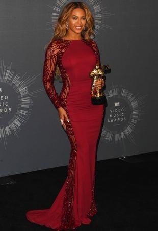 Beyonce-VMAS-PressRoom-portraitcropped