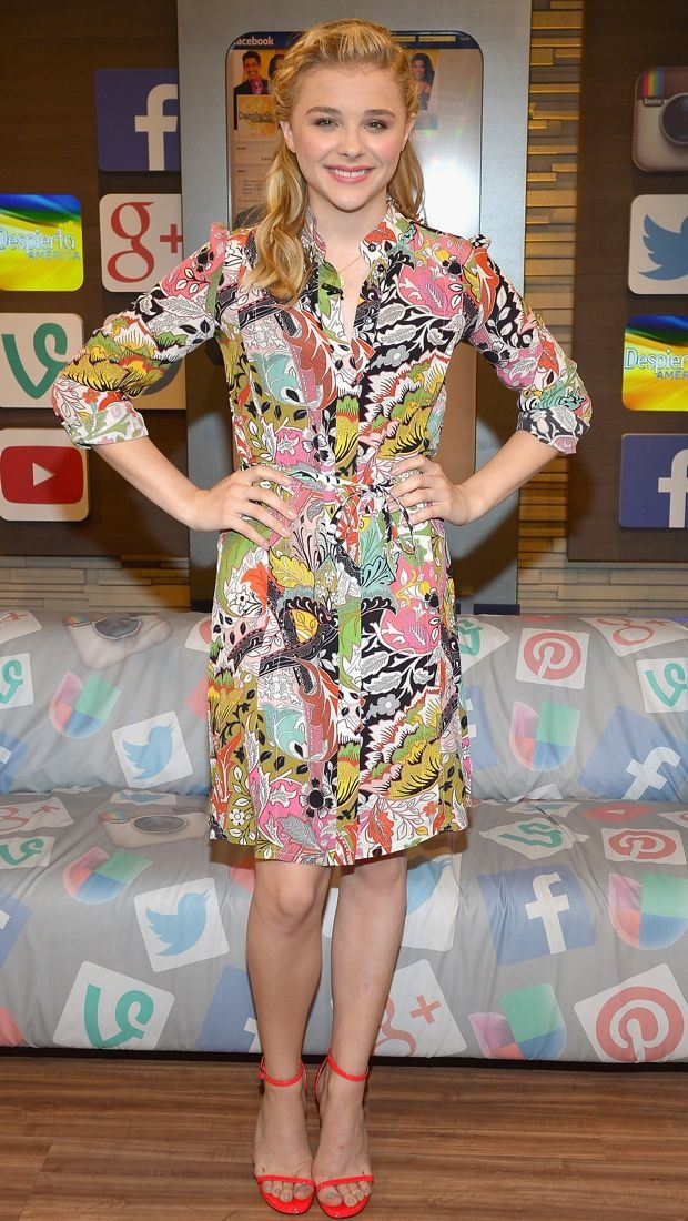 Chloë Grace Moretz wears a 60s-style Jonathan Saunders dress