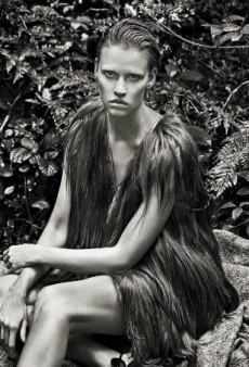 Kate Moss Styles Lara Stone (and Wolves) for Vogue UK's September Issue (Forum Buzz)