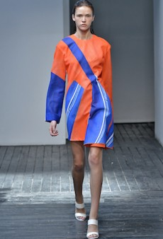 Runway-Inspired Ways to Contrast Orange and Blue This Spring