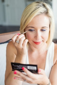 Sizzling Summer Statements: How to Apply Vibrant Eyeliner