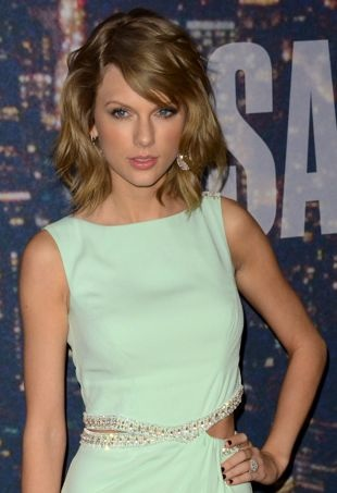 Taylor-Swift-SNLSpecial-portraitcropped