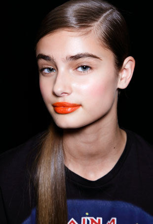 best-drugstore-lipsticks-taylor-hill-port