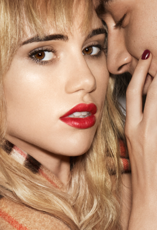 suki-waterhouse-burberry-kisses-campaign-port