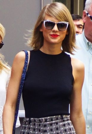 Taylor-Swift-NYC-portraitcropped