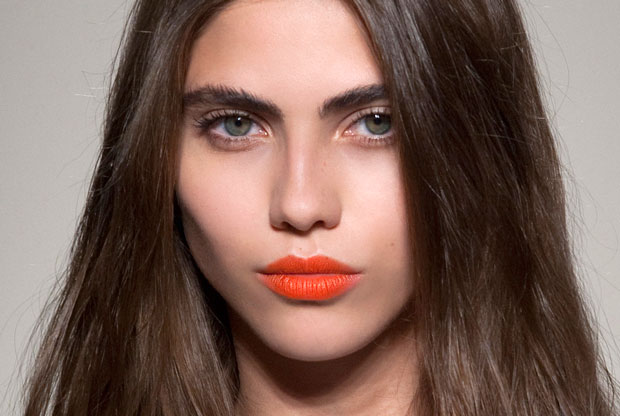 how-to-wear-bright-lipstick