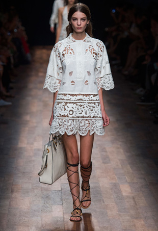 How to Accessorize a White Dress: Valentino Spring 2015
